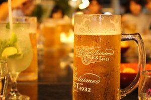 お酒をたくさん飲む人は、ビタミンB1 とB6 を